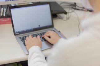 大学教員を悩ませる「オンライン講義中の学生の部屋が丸見え」問題
