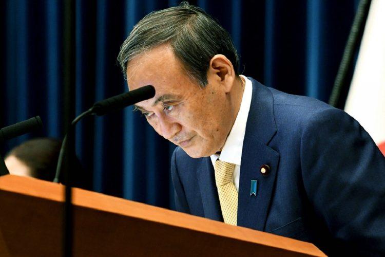 4度目の緊急事態宣言を発表し、記者会見で頭を下げる菅義偉首相(写真/7月8日、時事通信フォト)