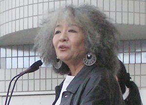 作家・落合恵子さんは「人生は年齢でスパっと区切れるものではない」と語る(時事通信フォト)