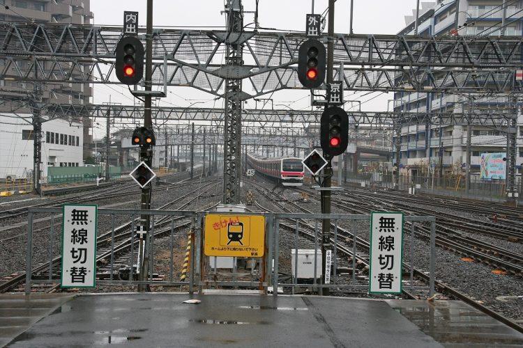 鉄道の信号にはどんな意味がある?(筆者撮影)