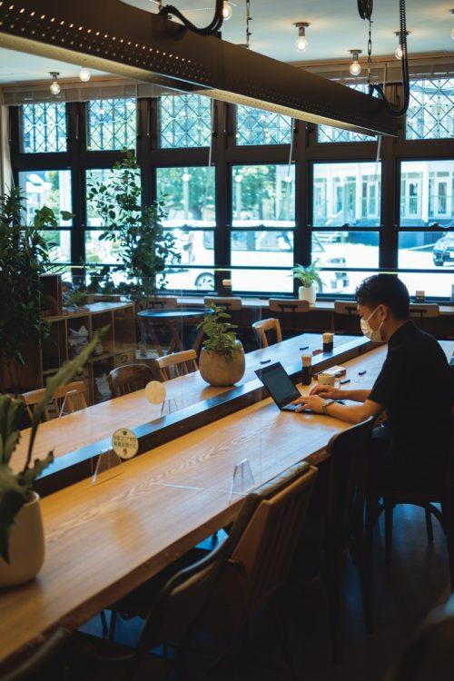 緑の中でクリエイティブに働く―『TWIN-LINE HOTEL KARUIZAWA JAPAN』(撮影/佐藤敏和)
