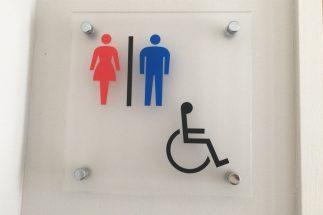 コンビニのトイレ利用時、何か買うべきか否か(イメージ)