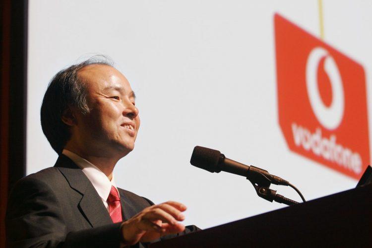 2006年、ボーダフォン日本法人の買収について記者会見するソフトバンクの孫正義社長(時事通信フォト)
