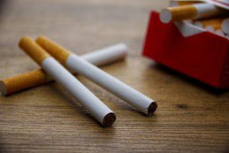 「在宅勤務でも禁煙」に違和感を覚える人も(イメージ)
