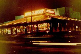 1971年、福岡・北九州市黒崎に『ロイヤルホスト』1号店がオープン
