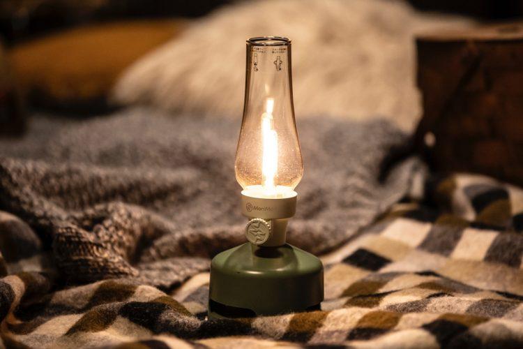 キャンプ時だけでなく普段のインテリアに使えるグッズも多い(写真は音楽も楽しめる『LEDランタンスピーカー』)