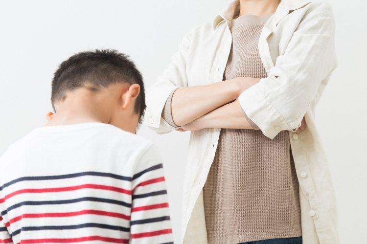 子供の時に親から言われた何気ない言葉が、後々まで傷として残り続ける(イメージ)