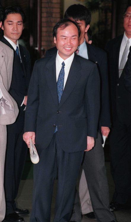 「事業家として大成功すること」が孫正義氏の志となり、その志は際限なく膨らんでいく(1999年撮影/時事通信フォト)
