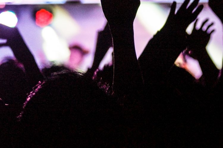 スポーツ観戦や音楽フェスも感染対策を講じながら徐々に復活か(イメージ)