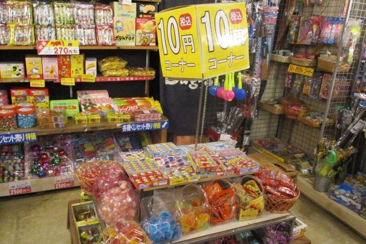 10円コーナーにもこれだけの商品が並ぶ