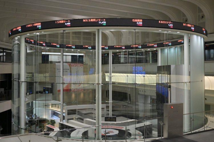 株式市場は岸田首相の発言に振り回される展開が続いている(時事通信フォト)