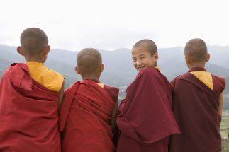 ブータン「世界一幸せな国」の幸福度ランキング急落 背景に何が?