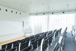 休み時間でも、教室は基本的にシーンとしているという(イメージ)